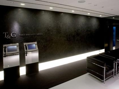 黒と光の表現が織り成すシックで豪華な空間